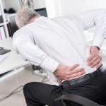 Me duele la espalda en la oficina ¿qué puedo hacer?
