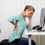 6 Consejos de tu fisioterapeuta para sentarte correctamente en el trabajo