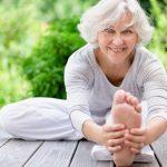 Tratamiento de fisioterapia con personas mayores